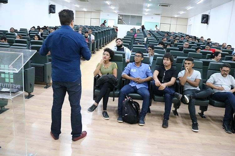 Acadêmicos participam de ciclo de palestra