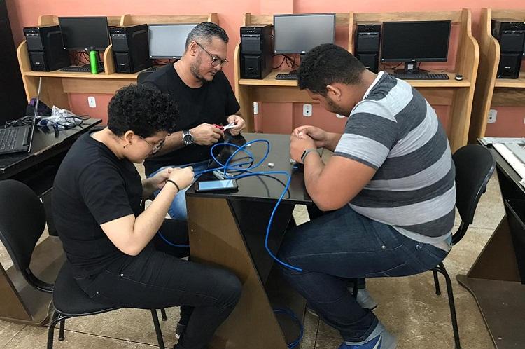 Acadêmicos realizam visita técnica