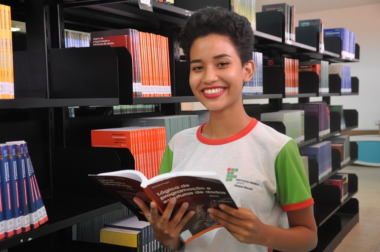 Biblioteca adquire 97 títulos de livros